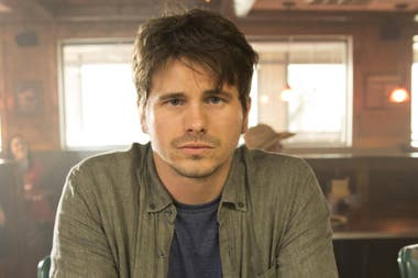 Jason Ritter es el protagonista de Kevin Probably Saves the World