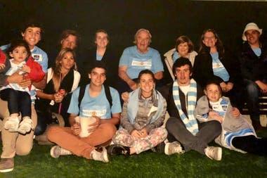 Parte del clan Campbell en Wembley, en la víspera de los Pumas vs. All Blacks por el Mundial Inglaterra 2015; la familia entera respira rugby.