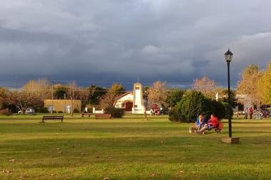 La plaza de Villa Ruiz, un pequeño pueblo rural en San Andrés de Giles, espera por visitantes