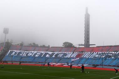 Las tribunas vacías del estadio Centenario, una realidad de estos tiempos, también en Uruguay