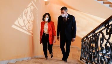 El presidente del gobierno español, Pedro Sánchez, y la presidenta de la Comunidad de Madrid, Isabel Díaz Ayuso se reunioron hoy para tratar la crisis del coronavirus