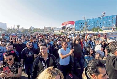 En Damasco, cientos de sirios se manifestaron ayer en rechazo al bombardeo de los aliados occidentales