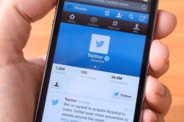 Twitter te obliga a realizar una acción manual para ver mensajes nuevos, algo que se torna adictivo