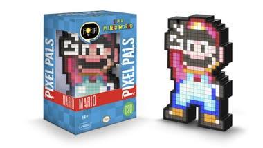 Regalos del día del niño para conocedores. Pixel Pals Marios Bros, pixelado, se ilumina y mide 15 cm ($ 764)