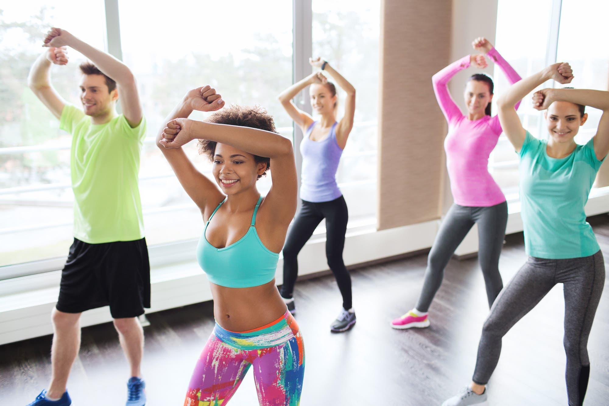 Clase de aerobic para adelgazar. pierde peso bailando