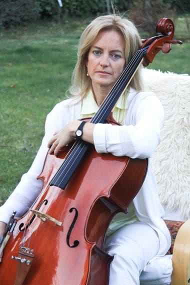 Karen Hallberg con su otra pasión, el cello
