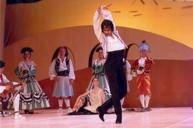 """Igor Yebra, en la Ópera de Roma, interpretando el ballet """"El sombrero de tres picos"""", con vestuario y escenografía de Picasso"""