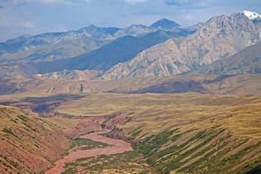 Los controles fronterizos que se encuentran a pie entre Xinjiang y Kirguistán son zonas remotas y montañosas, como en la imagen
