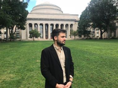 """Patricio Conejero Ortiz, maestría en Estudios Urbanos. """"Es muy gratificante compartir el aula y los laboratorios con estudiantes de las mejores universidades del mundo"""""""