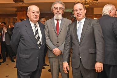 El senador Alfredo Luenzo junto a Martín Etchevers