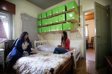 Silvana Arnaudo y Paz Criante, las únicas dos maestras de la escuela de Mapis