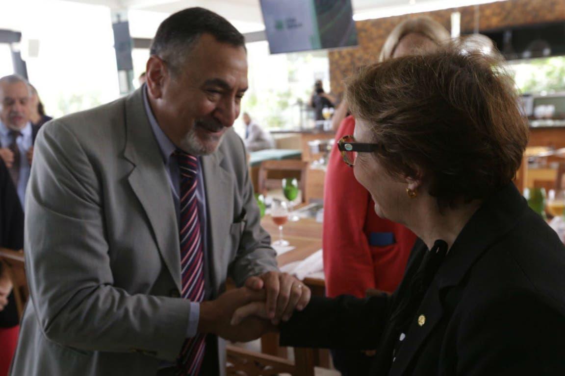 Carlos Paz, presidente del Senasa, con la ministra de Agricultura de Brasil Tereza Cristina