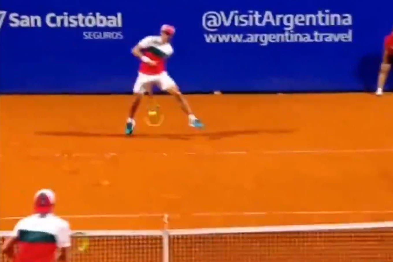 """Argentina Open: la """"gran Willy"""" de Facundo Bagnis, un homenaje a Vilas en Buenos Aires que valió un game contra Guido Pella"""