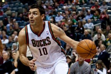 Delfino jugó ocho temporadas en la NBA; fue titular en sus tres campeonatos en Milwaukee Bucks.