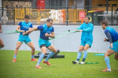 Imhoff y Moyano, durante el entrenamiento bajo la lluvia de los Pumas