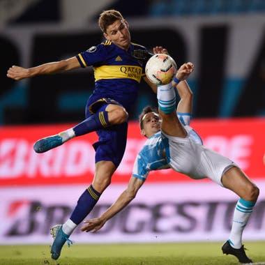 Franco Soldano y una chance clara sobre el final; la pelota se le fue alta