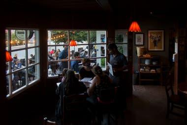 En Bariloche, los bares y cervecerías pueden abrir hasta la 1