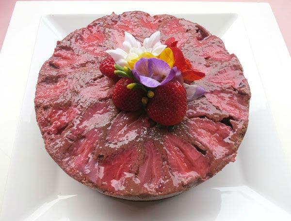 Receta de Torta de chocolate y frutillas invertida