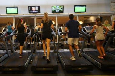 Los gimnasios debieron cerrar y sus ingresos se redujeron fuerte en marzo mientras que los pagos siguen.