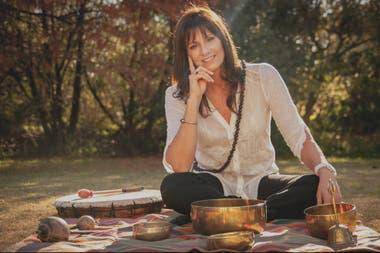 Sarita descubrió un mundo nuevo en la espiritualidad, más allá de la religión, y afirma que esto fue lo que transformó su manera de entender y practicar lo que había aprendido en la facultad de psicología.