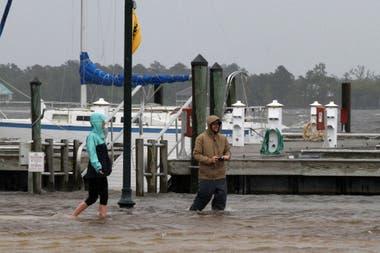 Por la fuertes lluvias que ya llegaron a la costa varios zonas se encuentran inundadas