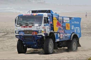 El camión del ruso Andrey Karginov, expulsado de la competencia
