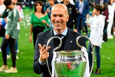 Real Madrid eligió un exitoso pasado reciente: Zidane