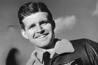 Joe Kennedy Jr. murió como piloto en una misión secreta durante la II Guerra Mundial