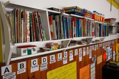 La biblioteca de la escuela primaria de Mapis