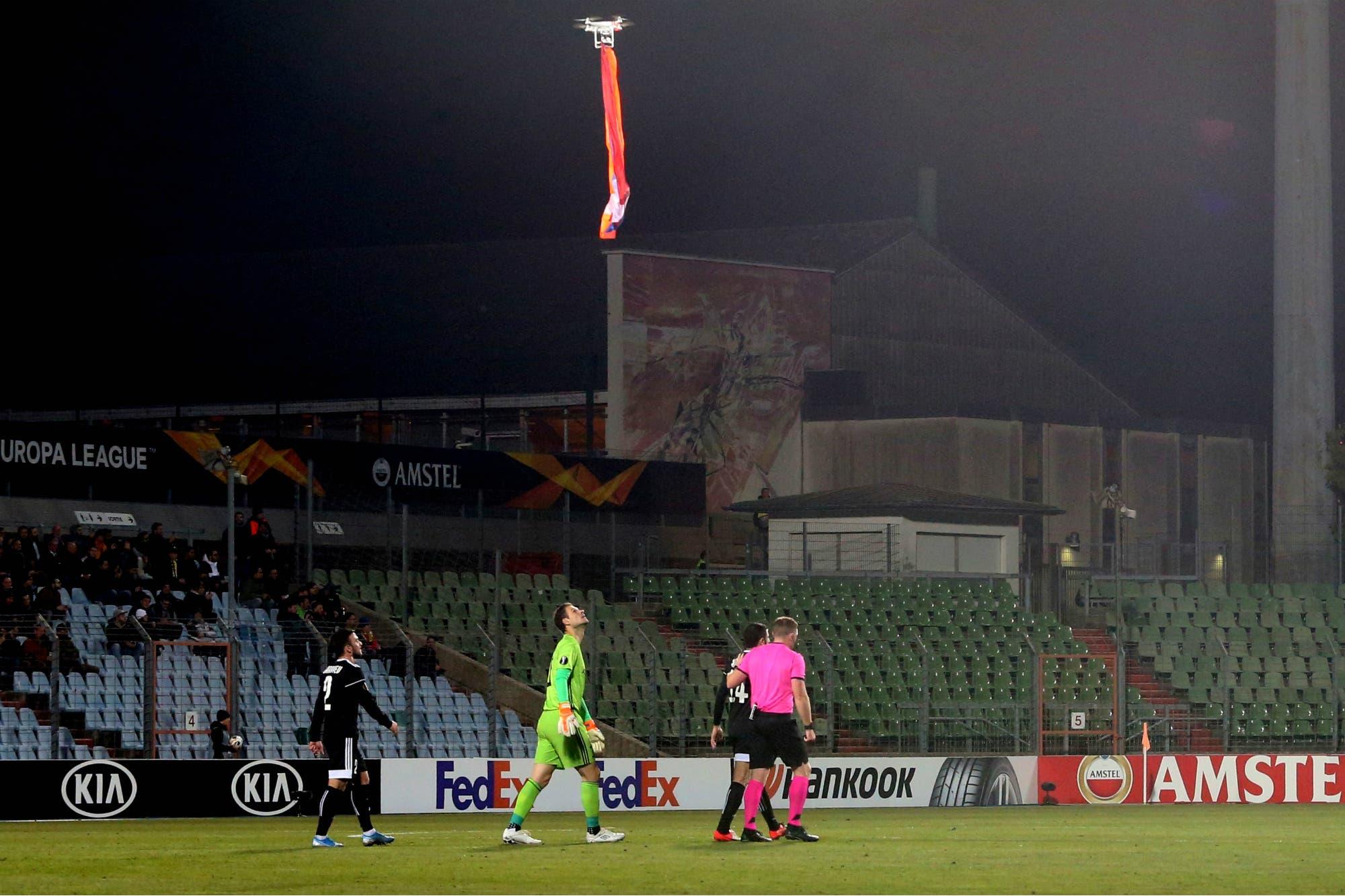 Europa League: el partido interrumpido por la invasión de un dron con la bandera armenia