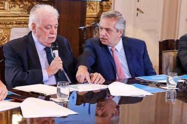 Tras los traspiés, el ministro de Salud, Ginés González García, fue corrido de la escena pública