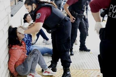 Las familiares de los reclusos detenidas por la policía de la Ciudad