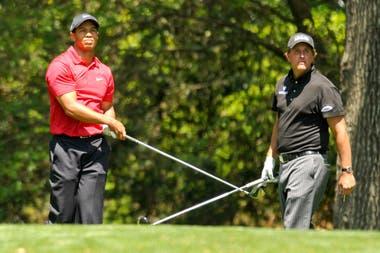 Tiger y Mickelson en Augusta: entre los dos acumulan 8 sacos verdes