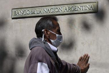 Millones de argentinos reciben ayuda estatal durante la pandemia