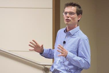 """Nicholas Bloom: """"Esta pandemia desafía la idea misma de lealtad al trabajo"""""""