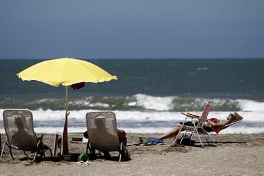 Sol, arena y mar, una postal posible en la extensa consta atlántica