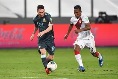 Messi, activo, no encontró su gol pero sí socios.