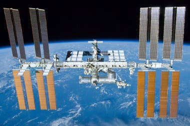 Una cámara instalada en la Estación Espacial Internacional registró los ovnis en la órbita terrestre el pasado 15 de noviembre