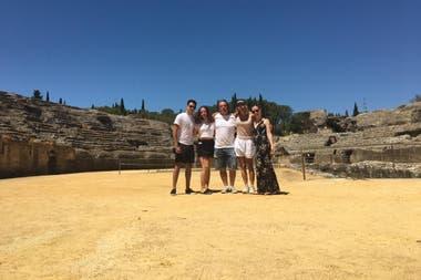 Con parte de su familia en Italica, una antigua ciudad romana situada en el actual término municipal de Santiponce (Sevilla).