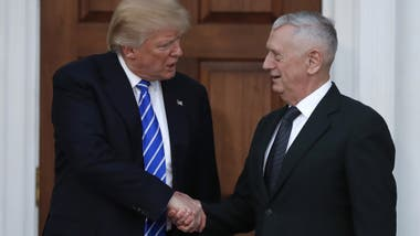 Imagen del mes pasado: Donald Trump y James Mattis, a la salida del Trump National Golf Club Bedminster