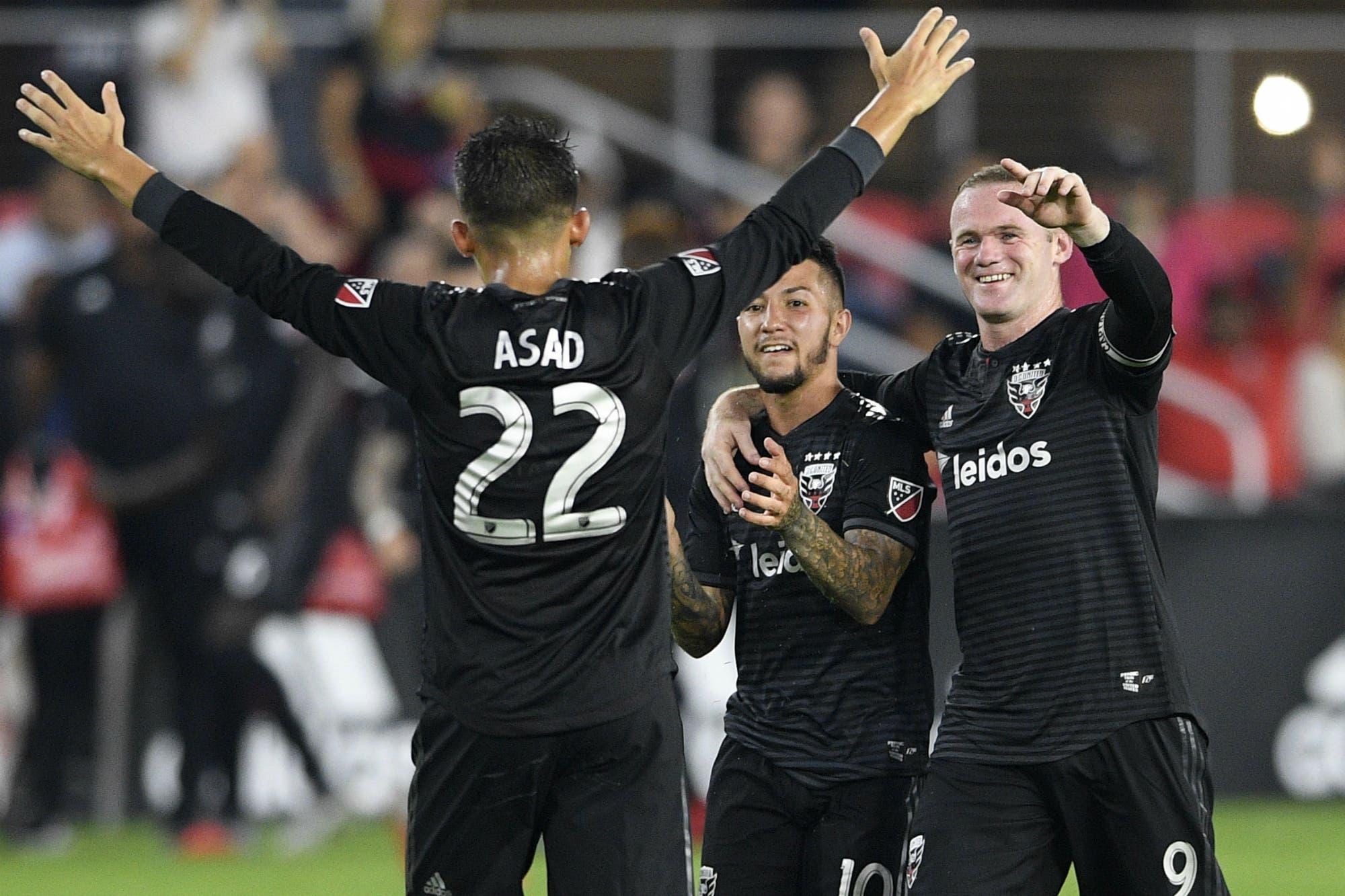 La espectacular jugada de Wayne Rooney en el minuto 95 que terminó con un gol de Luciano Acosta