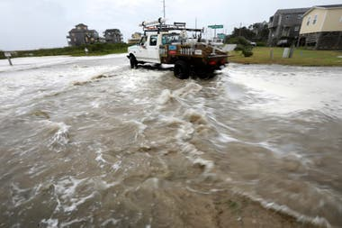 Con los primeros vientos fuertes el agua del mar está entrando en la ciudad