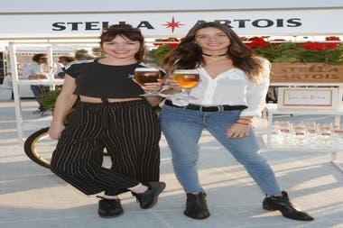 ¡Chin chin! Cande Vetrano y Lucía Celasco también se dieron una vuelta por la feria gastronómica