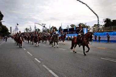 Unos 4000 efectivos de las Fuerzas Armadas y de seguridad participaron ayer de la celebración del 203er aniversario de la Independencia en la ciudad de Buenos Aires