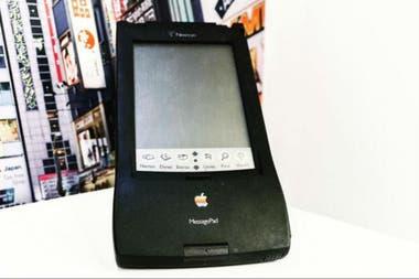 El dispositivo era para escribir a mano alzada pero no funcionaba demasiado bien y fue uno de los pocos fracasos de la compañía Apple