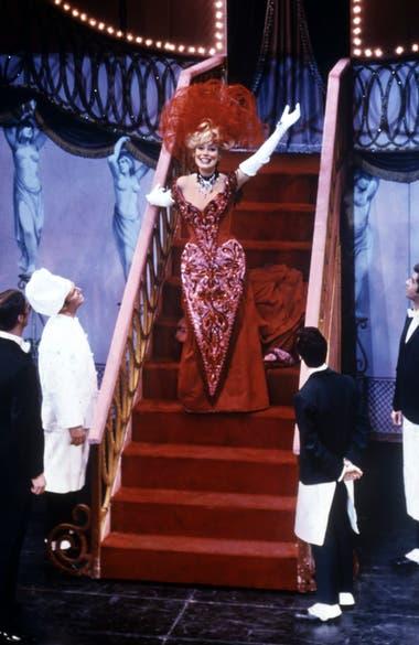 Carol Channing fue quien estrenó Hello, Dolly!, en Broadway y la actriz que más veces encarnó ese personaje (1964)