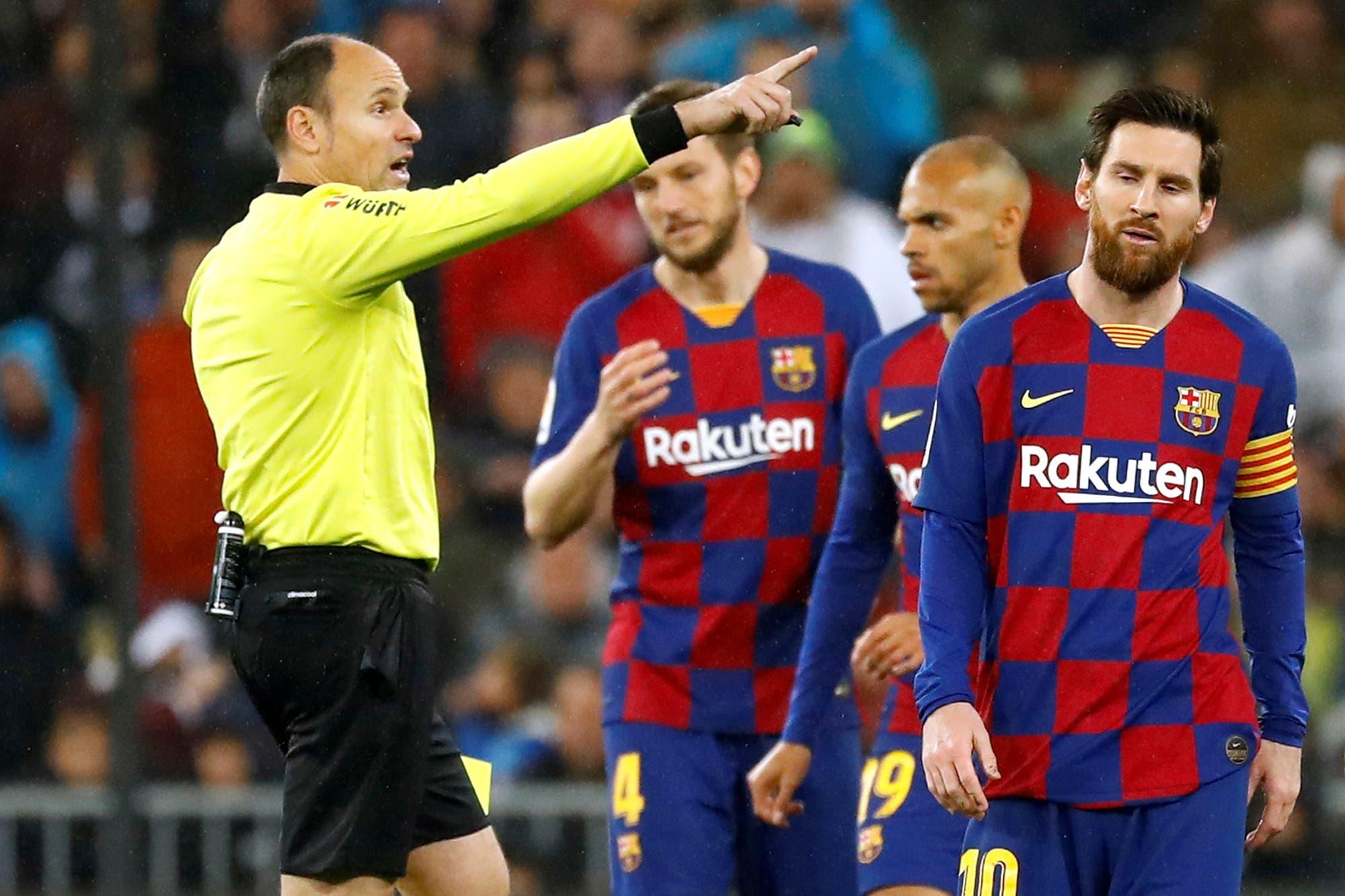 Real Madrid-Barcelona. El clásico gris de Messi: patada, amarilla y frustración