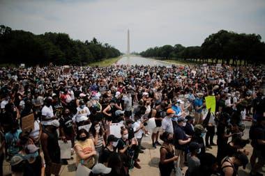 Los manifestantes se reúnen en las inmediaciones de la Casa Blanca