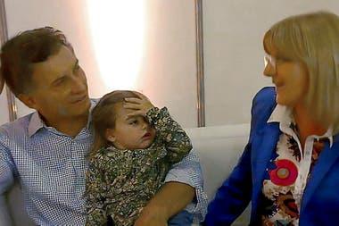 Mauricio Macri, su hija Antonia y Susana Martinengo, en un video que se viralizó en las redes sociales