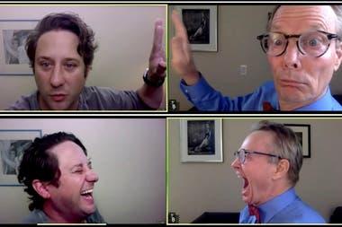 Los actores estadounidenses Christopher Fitzgerald y Bill Irwin , cada cual en sus pantallas, ensayan la obra de Irwin In-Zoom